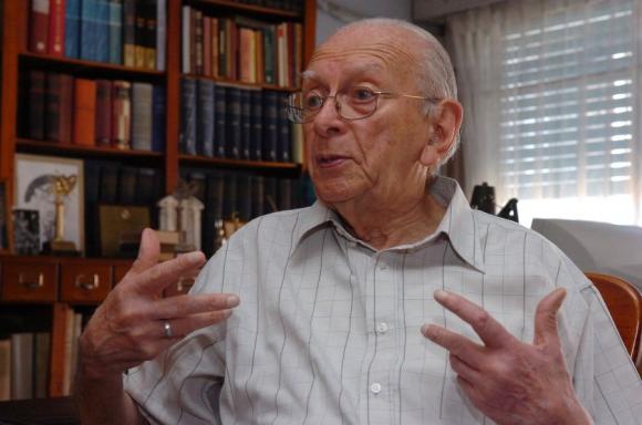 Daniel Vidart recibió el premio a la trayectoria. Foto: Archivo El País