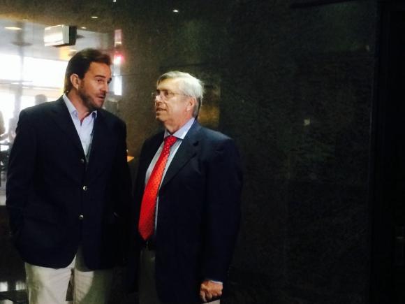 Germán Cardoso y Tabaré Viera aguardan reunión con Vázquez. Foto: Florencia Barré