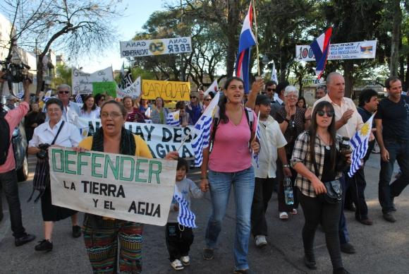 Manifestación en defensa del agua en Tacuarembó. Foto: José Estevez