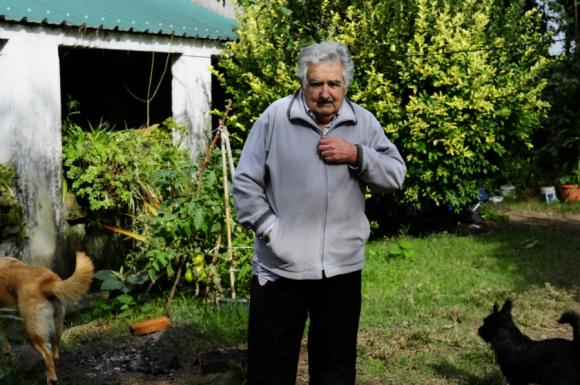 El presidente en su vivienda en Rincón del Cerro. Foto: Archivo El País