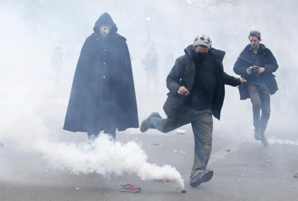 Incidentes entre policía y manifestantes en las calles de París. Foto: Reuters