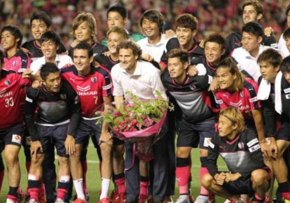 La despedida de Diego Forlán del Cerezo Osaka de Japón. Foto: sponichi.co.jp