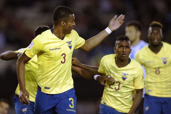 Erazo abrió el marcador en Argentina-Ecuador. Foto: AFP.