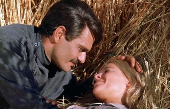 Omar Sharif y Julie Christie como Yuri Zhivago y Lara Antípova. Foto: Archivo El País