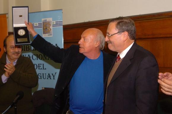 Eduardo Galeano fue declarado ciudadano ilustre de Montevideo durante la administración de Ricardo Ehrlich en 2008. Foto: Archivo de El País.