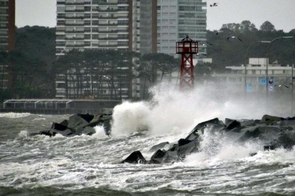Rachas de viento fuerte en Punta del Este. Foto: Ricardo Figueredo.