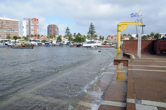 Inundaciones en Punta del Este. Foto: Ricardo Figuered.
