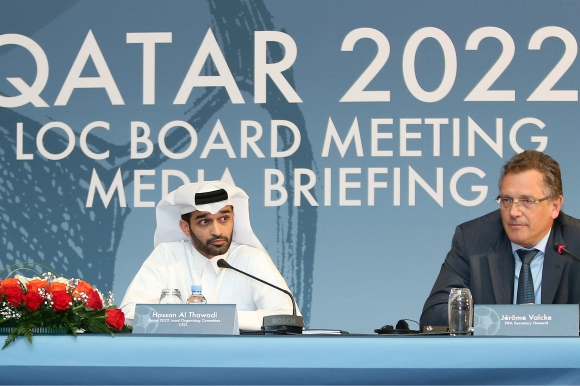 El secretario general de la FIFA, Jerome Valcke, y Hassan al-Thawadi, jefe del comité orgaizador del Mundial de Qatar 2022. Foto: AFP