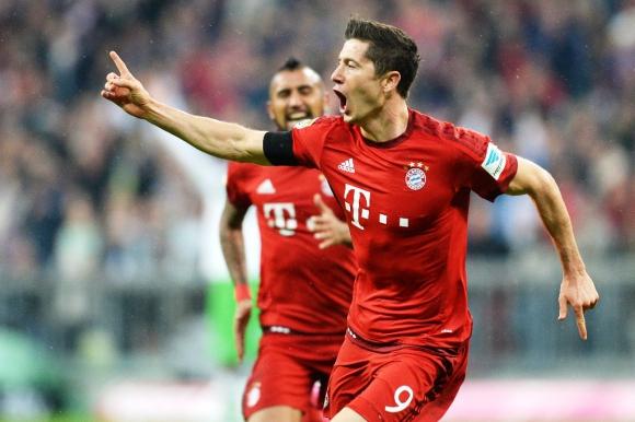 El polaco Lewandowski hizo cinco goles en 10' con el Bayern de Múnich. Foto: AFP.