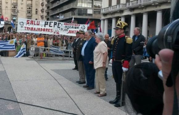 Mujica recibió el Pabellón Nacional. Foto: Valeria Gil