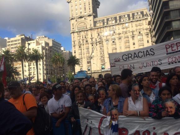 Una multitud concurrió al acto en Plaza Independencia. Foto: Valeria Gil