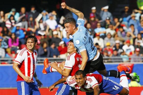 Gol de Josema Giménez a Paraguay. Foto: EFE