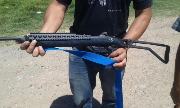 Arma incautada en operativo en Cerro Norte. Foto: Ministerio de lnterior.