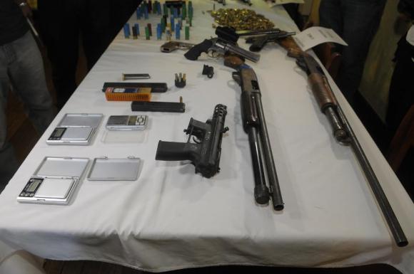 Armas incautadas por la Policía en operativo en Cerro Norte. Foto: A. Colmegna