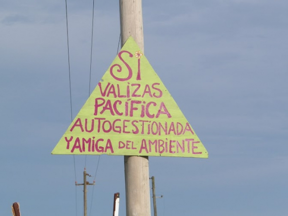 Carteles contra la Guardia Republicana en Valizas y Aguas Dulces, febrero de 2015. Foto: Eduardo González