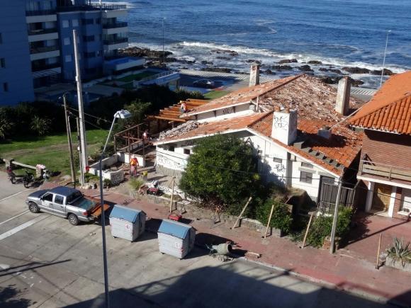 Comienzan a demoler Mariskonea. Foto: Ricardo Figueredo