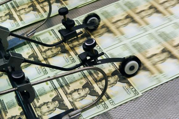 """El dólar apenas se movió en junio y en la medición """"punta a punta"""" retrocedió 0, 15 %. Foto: AFP"""
