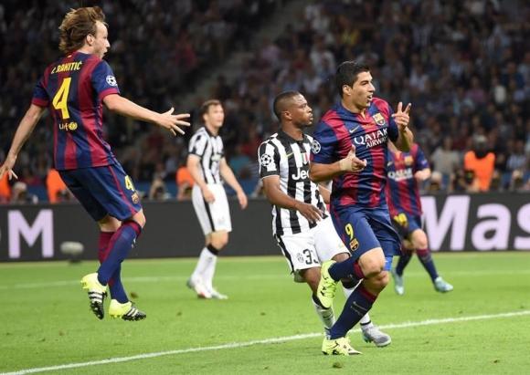 Luis Suárez pone en ventaja al Barcelona en la final de la Champions. Foto: EFE