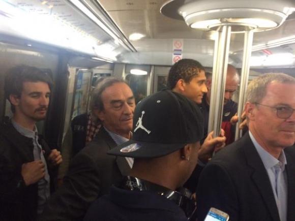 Los jugadores del Bordeaux en el metro de de París.Foto: @GOLDFM