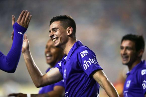 Facundo Castro anotó el primer gol de Defensor Sporting. Foto: AFP