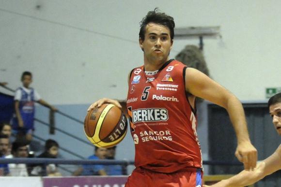 Izuibejeres. Capitán y líder basquetbolístico de Trouville. Foto: Agustín Martínez