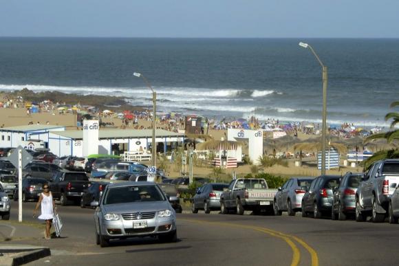 Día de calor y sol en Punta del Este. Foto: Ricardo Figueredo