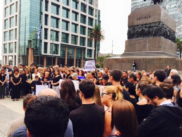 En Montevideo también se movilizaron por víctimas de explosión en Artigas. Foto: Facebook Denis Silveira / Artigas está de luto