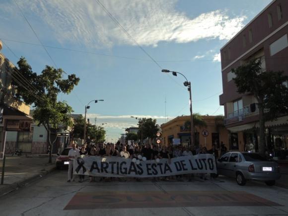 Marcha en Artigas, el 21 de febrero de 2015, por fallecimientos a raíz de la explosión de una garrafa. Foto: Freddy Fernández.