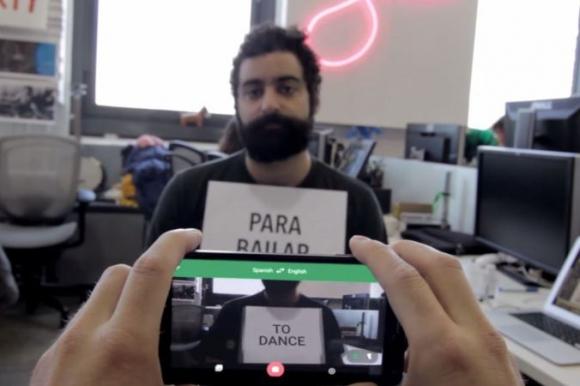 La cámara de Google translate logra traducir del español al inglés kla popular canción