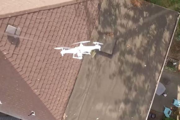 Utilizó un drone para rescatar otro aparato.