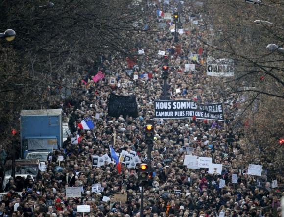 Multitudinaria marcha en Francia tras los actos terroristas. Foto: Reuters