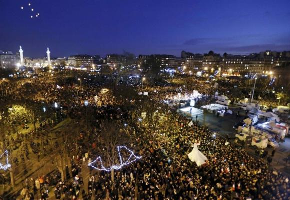 Multitudinaria marcha por París. Foto: Reuters