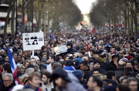 Multitudinaria marcha por París. Foto: AFP