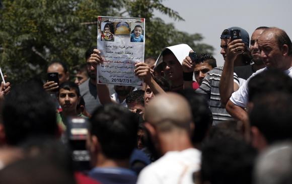 Cientos de palestinos salieron a manifestar su indignación y dolor. Foto: AFP
