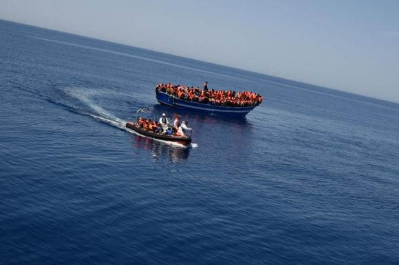 369 han sido rescatadas por el MY Phoenix en el Mediterráneo. Foto: Médicos sin fronteras