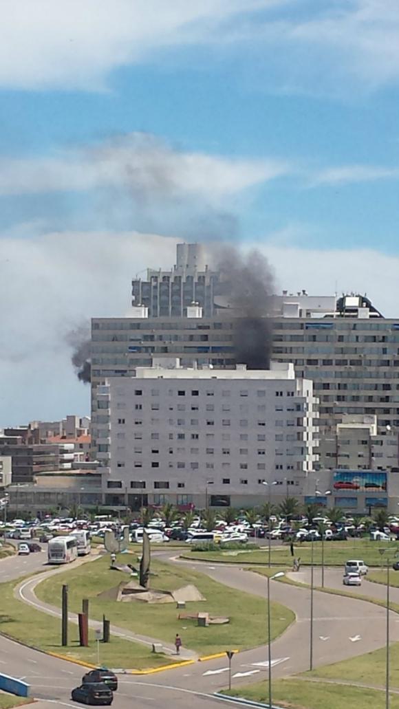 Incendio en edificio de Gorlero. Foto: Soledad Aguirre