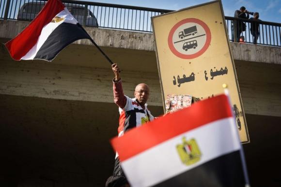 Protestas en Egipto tras un nuevo aniversario de la revuelta que derrocó a Hosni Mubarak. Foto: AFP