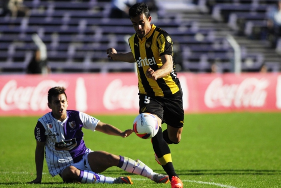 Peñarol vs. Fénix. Foto: F. Ponzetto