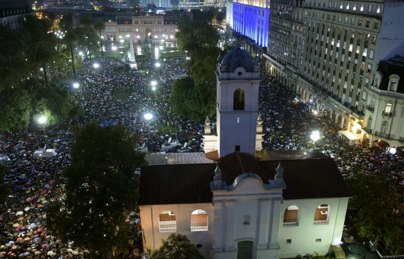 Plaza de Mayo repleta de personas en marcha por Nisman. Foto: AFP