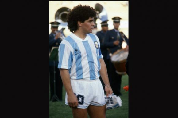 Diego Maradona: 3 copas, 12 partidos, 4 goles, 0 títulos.