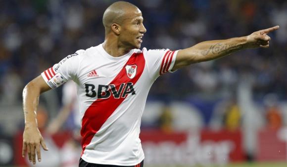 Carlos Sánchez festeja su gol. Foto: Reuters