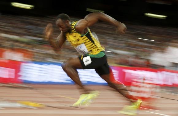 Usain Bolt durante la semifinal de los 200 metros. Foto: Reuters.