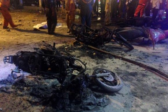 Motos destruidas luego de la explosión. Foto: AFP.