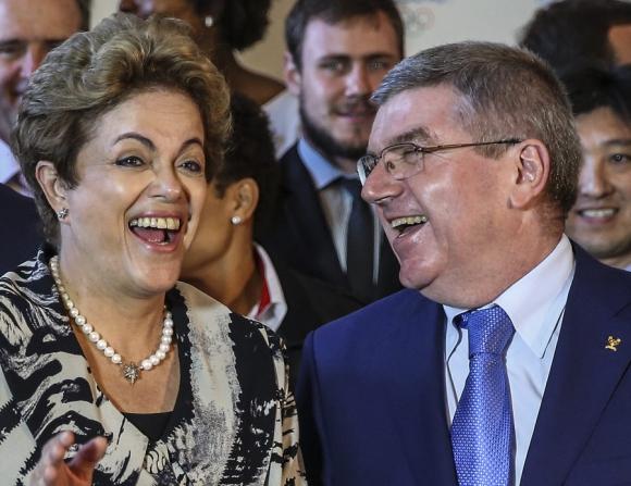 La presidenta Dilma Rousseff y el presidente del COI, Thomas Bach, en Río. Foto: EFE