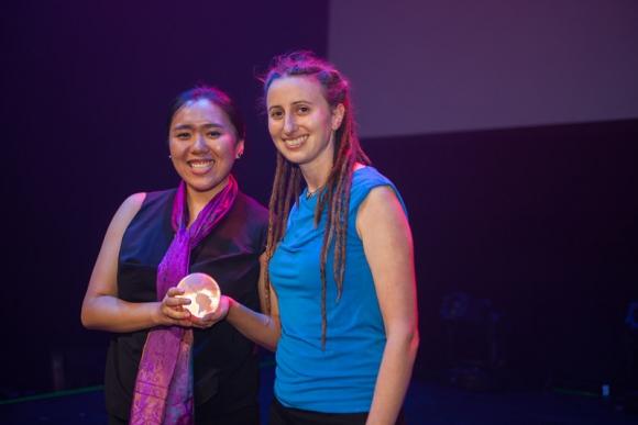 Diana Jue y Jackie Stenson (India), ganadoras por Asia-Pacífico.