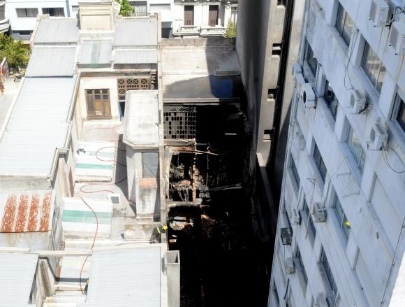 Incendio en una zapatería de 18 de Julio. Foto: Francisco Flores