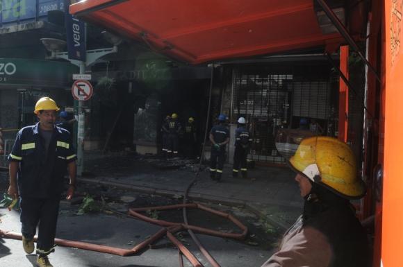 Incendio en 18 de julio. Foto: Agustín Martinez
