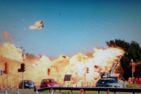 Una imagen de la caída del avión que circula en las redes sociales. Foto: @liam1977.