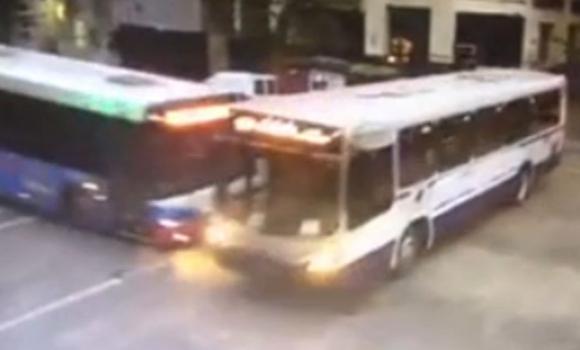 En la Unión, un choque entre un ómnibus en 8 de Octubre y Viana.