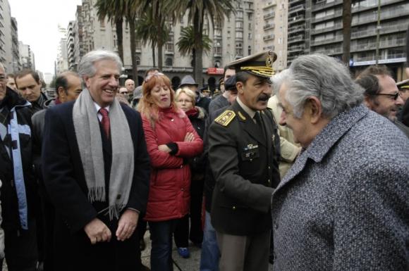Un saludo con Tabaré Vázquez. Foto: Archivo El País
